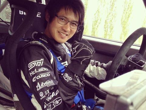 据说天才都是玩跨界的高手, 韩寒玩赛车这是要杠天才的节奏吗?
