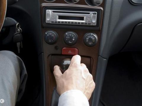 """换挡时总是""""咯噔一下"""",新手司机不在意,老司机却坐不住了"""