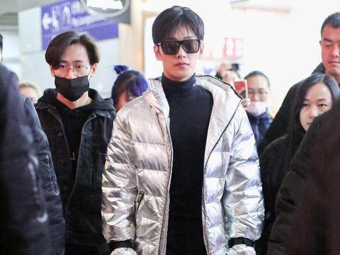 薛之谦老婆_在机场, 杨洋粉丝跟拍不断, 薛之谦仅有两位助理!