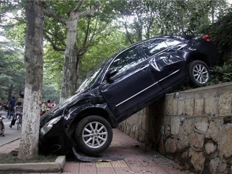 刹车失灵的时候启动<em>陡坡缓降</em>功能会不会减速呢?