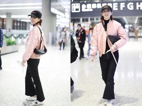 佟丽娅身穿粉色飞行服现身,一路微笑嫩出水,网友:活出少女感!