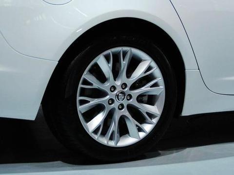 买新车时,真的需要加钱把钢轮毂换成<em>铝合金</em>轮毂吗?
