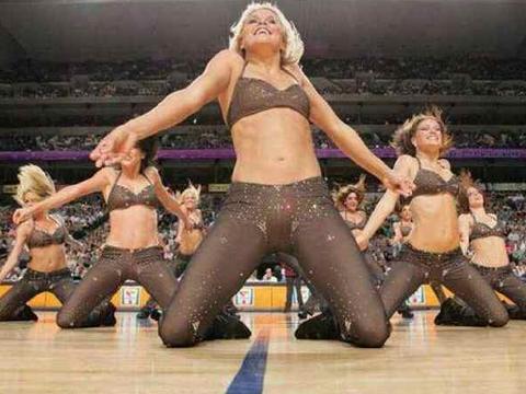 原来NBA的啦啦队都是不穿内裤的,而理由却让人心疼!