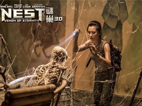为拍《谜巢》,李冰冰连厕所都贴满英文,还亲自养了大蜘蛛