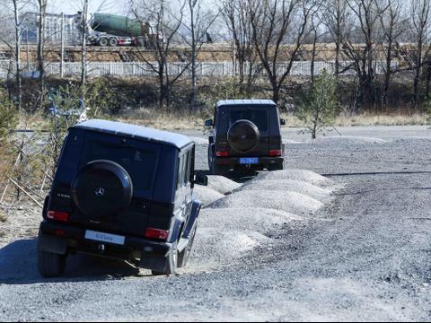 梅赛德斯-奔驰G级越野车,又豪华又有实力,不愧是奔驰SUV