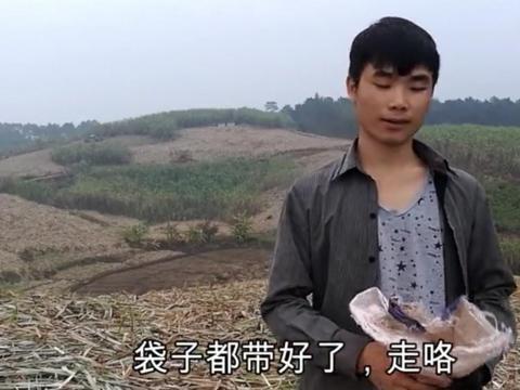 农村小伙在田地里放了7个夹子想捕一些野味, 第二天一看让他兴奋!