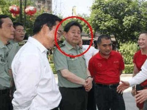 中国最大贪污犯, 靠岳父上位, 只手遮天敛200亿, 5个女人贴身伺候