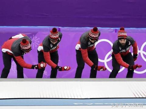 韩国真脏! 加拿大队上台领奖前集体拿手擦领奖台 狠狠打脸东道主