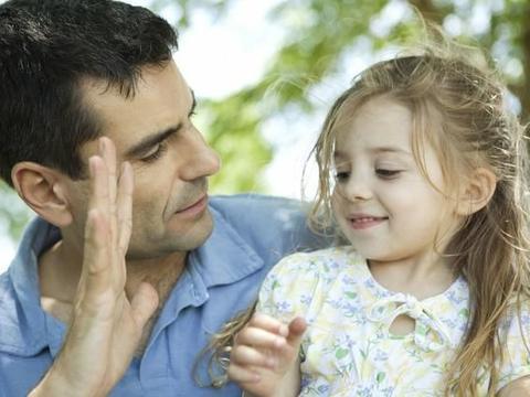 父亲带母亲赶集,母亲一人回来,多年后父女相遇,女儿笑了
