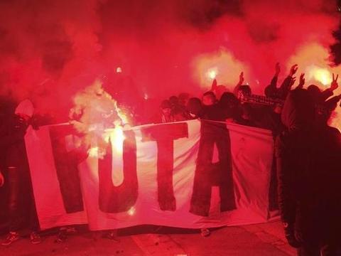 战争一触即发! 巴黎极端球迷公开辱骂皇马
