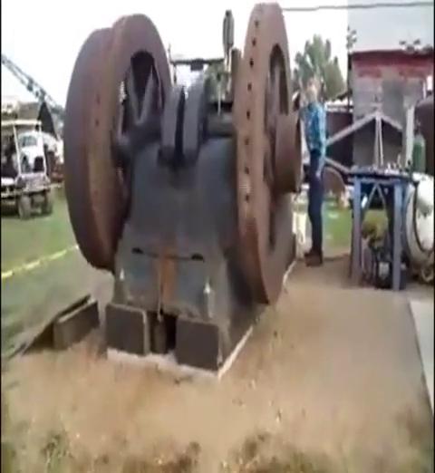 实拍100马力单缸古董发动机,这声音比火车还牛