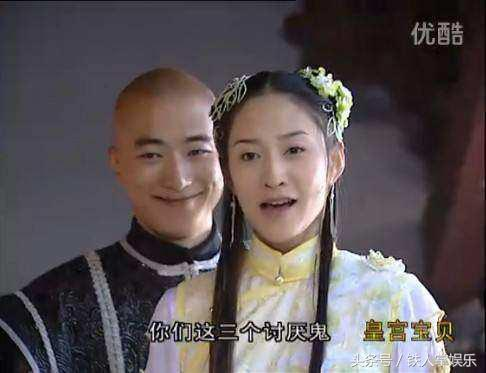 她的丫鬟金锁饰演者孙耀琦看着反而更像主子比她也漂亮大气很多.