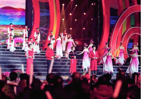 歌唱家蒋大为、牟炫甫爱徒歌手演员洛奇参加央视春晚录制