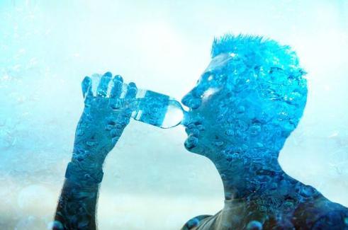 多喝水真的能把体内的尿酸降下来吗?
