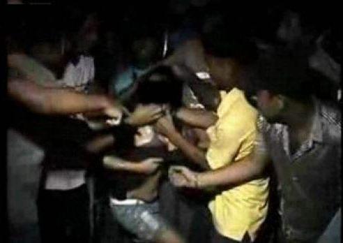 14岁女生被多名男生强奸 同学围观加油