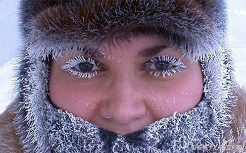 此雕刻边最暖和10度最冷洞下70度,脸露在外面面2秒就会被冻结伤