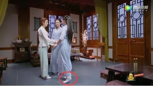有种尴尬叫赵丽颖的身高,每次拍戏可苦了剧组的每一个人