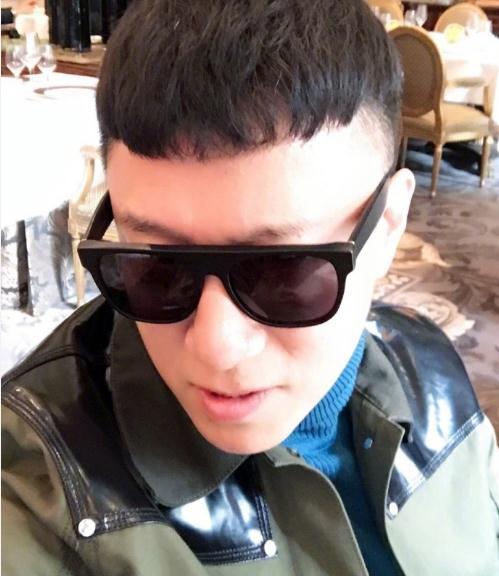 孙红雷最新造型的自拍,网友:狗年学孙红雷剪的发型都能发财!图片
