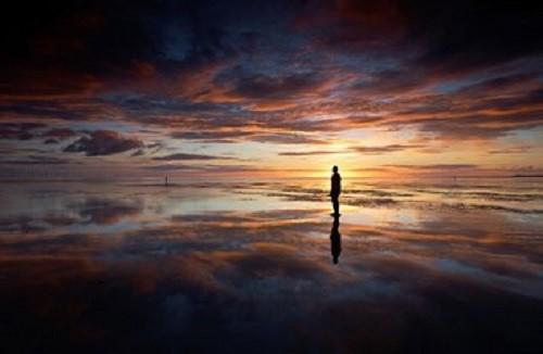 一个人的背影凄凉图片_一个人远去背影图片