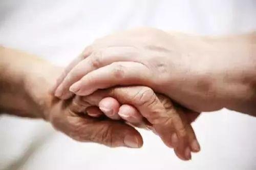 你有多久没牵过妈妈的手?
