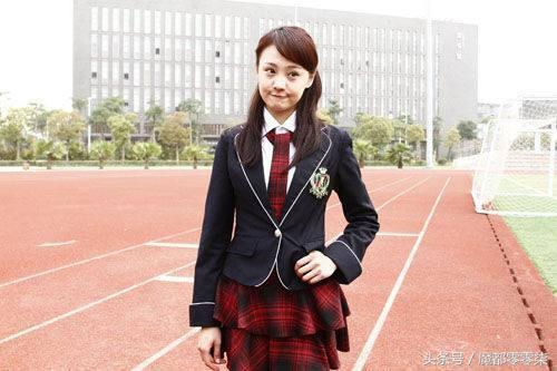 娱乐圈女星们学生装更显青春可爱,唯独杨幂最尴尬?