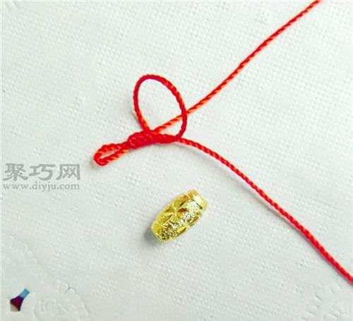 转运珠戒指编法图解教程: 编戒指用到的材料有:红绳(1-2米长的6股线)