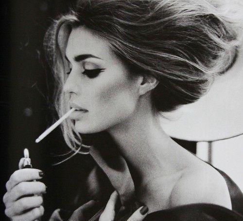 女人抽烟为什么格外恶心?
