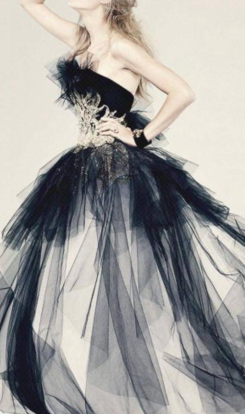天蝎座公主专属的手绘婚纱,理性的天蝎座公主做任何事都有自己的一套