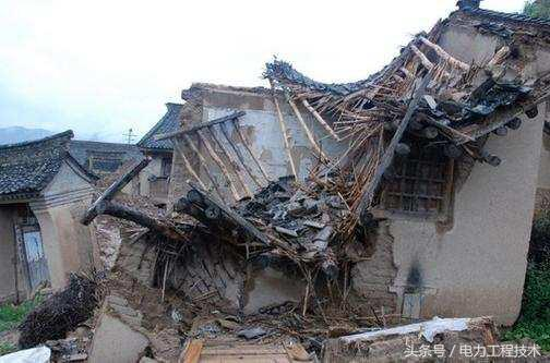 地震中房屋倒塌,后果应由谁来承担?