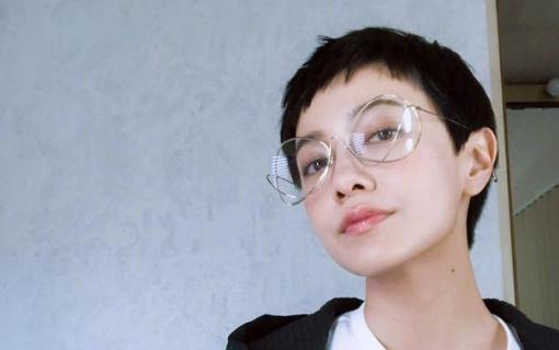 和迪丽热巴撞衫、撞眼镜的明星, 李荣浩亮了, 眼
