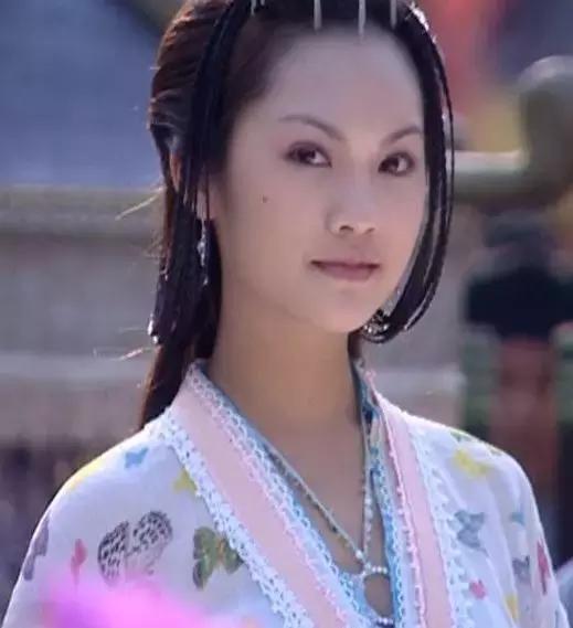 记得小时候就是看着杨丞琳的电视剧长大的呢.