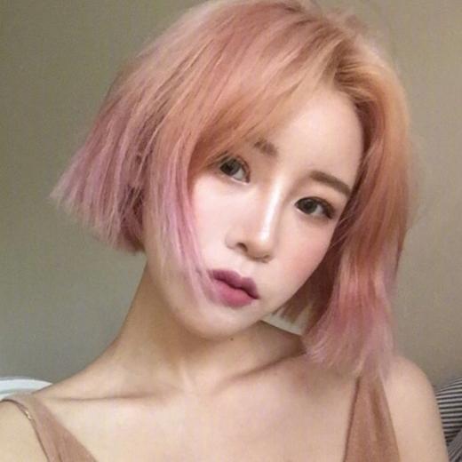 2018年短发染什么颜色好看:粉色染发