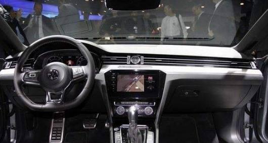 大众推最美轿跑! 车长4米9配液晶仪表盘, 开出去比奥迪A6都面子