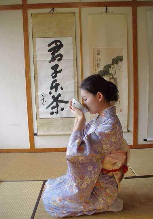 日本人为什么都喜欢跪着坐