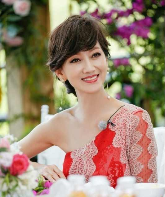赵雅芝29岁小儿媳近照, 颜值丝毫不输赵雅芝, 网友: 一家颜值爆表