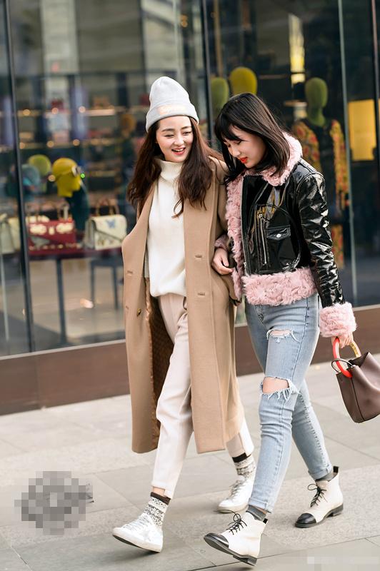 街拍成都:大街上会穿搭的美女,短裤,过膝靴,大白腿,惊艳路人