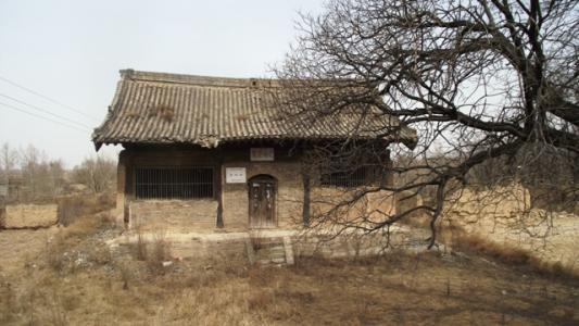 """在农村,老人常说""""宁睡孤坟,不睡庙宇"""",啥意思?图片"""