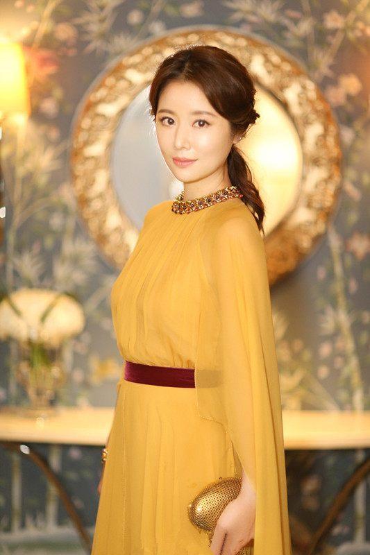 还是霍建华眼光好,林心如一袭黄色长裙,美爆了.图片