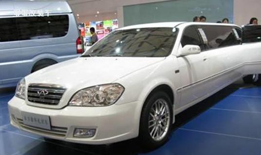 罕见的国产加长礼宾车,车长7.5米内部如宫殿般奢华!