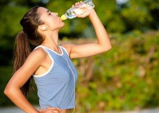 运动后喝什么水最好 补水时记得这些原则!
