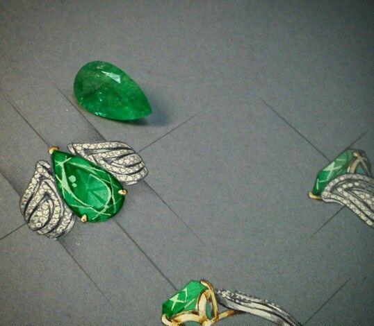 美醉,看珠宝设计师若何手绘高档珠宝