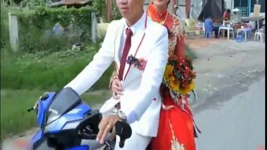 在越南,娶一位漂亮的老婆只需要一辆摩托车就够了,你也娶得起!