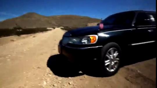 老外测试:一枚高爆手雷能炸毁一辆林肯轿车吗?