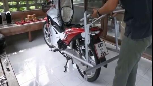 看看泰国人怎么把摩托车改装成老年代步车,上路不怕交警查吗