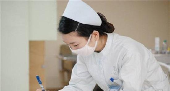 武汉市中心医院麻醉科医生沈青松和急诊科护士徐丹,紧紧握着他们的手图片