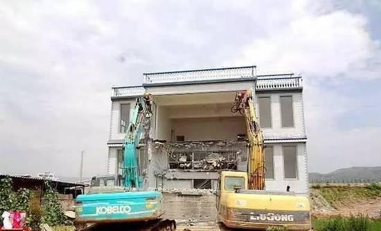 板桥陆良3台大型机械对2栋大别墅进行v机械拆别墅张作霖图片