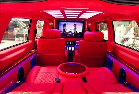 奔驰威霆改装航空座椅,让汽车成为一个小家!