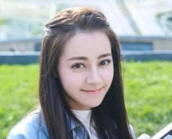 """热巴梳起这款""""公主头"""",对比她最喜欢的""""龙须刘海""""造型,是不是觉得""""图片"""
