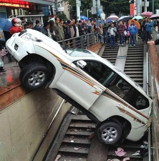 为什么开自动挡汽车简单了,可是却容易出交通事故呢?