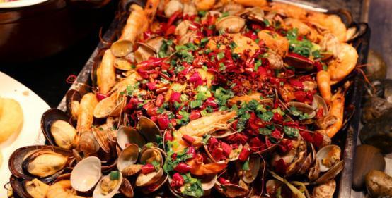 潍坊万达铂尔曼仪式举行圣诞亮灯香肠暨新加坡咖喱酒店美食图片